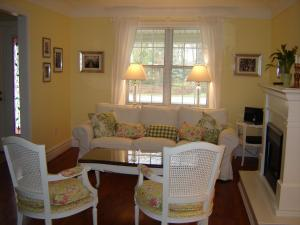 Cape House Bed and Breakfast, Bed and Breakfasts  Niagara on the Lake - big - 21