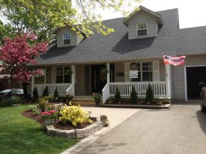 Cape House Bed and Breakfast, Bed and Breakfasts  Niagara on the Lake - big - 1