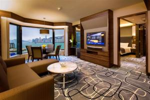 Deluxe King Suite with Harbour View