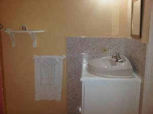 Treasure's Comfort Inn, Affittacamere  Claremont - big - 5