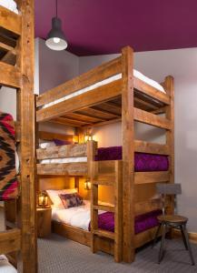 Cama individual en habitación compartida de 6 camas