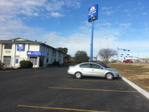 """Americas Best Value Inn - Lincoln Airport"""