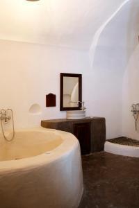 Santorini Heritage Villas, Vily  Megalokhori - big - 24