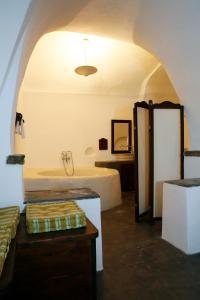 Santorini Heritage Villas, Vily  Megalokhori - big - 25