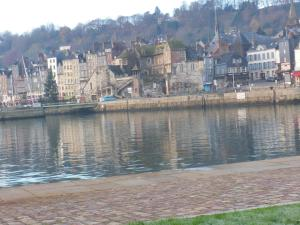 Les Coquillettes, Bed and breakfasts  Honfleur - big - 36