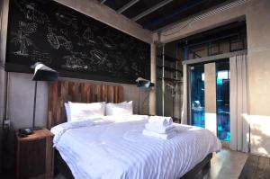 Deluxe Double Room with Balcony (8.00 AM)