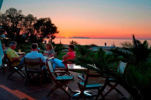 Marinos Beach Hotel-Apartments, Aparthotely  Platanes - big - 58