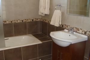 Polyxenia Isaak Luxury Villas and Apartments, Apartments  Protaras - big - 2