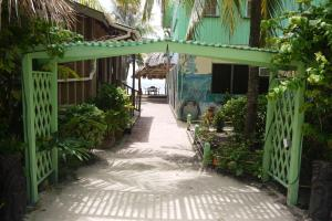 Green Parrot Beach Houses and Resort, Lodge  Maya Beach - big - 52