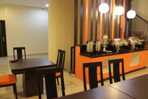 Hotel Alpha Makassar, Hotels  Makassar - big - 35