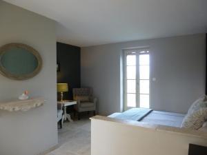 La Maison Forte, Bed & Breakfast  Montaut - big - 9