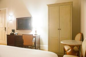 Double Interior Room with Two Double Beds - Non-Smoking, No windows or views