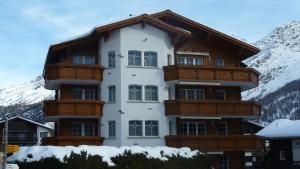 Haus Alpenglück, Apartmanok  Saas-Fee - big - 11