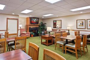 Country Inn & Suites by Radisson, Peoria North, IL, Отели  Peoria - big - 25