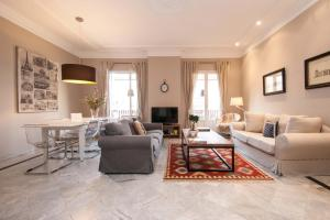 Superior Three-Bedroom Apartment with Terrace