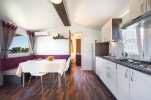 Premium Sirena Village Holiday Homes, Üdülőközpontok  Novigrad (Isztria) - big - 8
