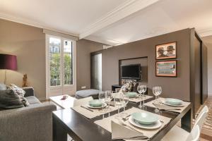 Two-Bedroom Apartment with Balcony - Passeig de Gracia, 51 2-2A