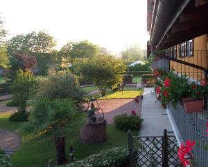Residence La Bellotta, Apartments  Oleggio - big - 16