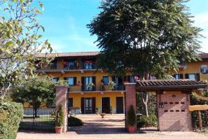 Residence La Bellotta, Apartments  Oleggio - big - 21