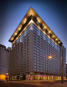 Embassy Suites by Hilton - Montreal, Отели  Монреаль - big - 1