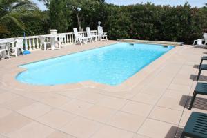 Hotel du Soleil Bleu, Szállodák  Istres - big - 1