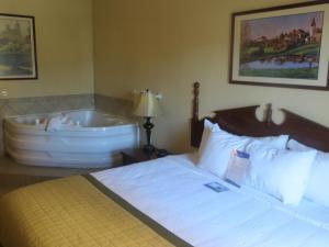 Suite med kingsize-seng og boblebad