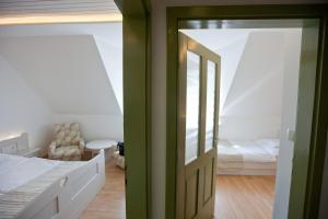 Tornácos Ház - Hegykő, Hotely  Hegykő - big - 7