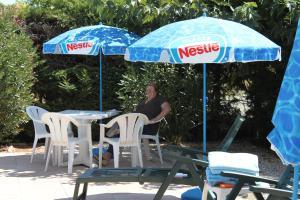 Hotel du Soleil Bleu, Szállodák  Istres - big - 28