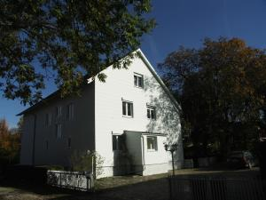 Haus am Bach, Guest houses  Allershausen - big - 31
