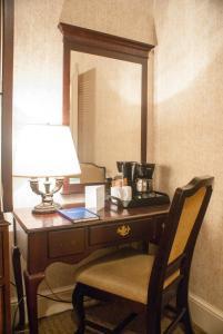 Interior Room - 1 Bed - No Window or Views