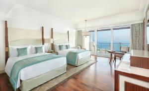 Two Queen Deluxe Room - Skyline Sea View with Balcony
