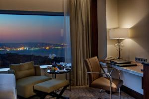 Pokój typu Executive z 2 łóżkami pojedynczymi, widokiem na cieśninę Bosfor i dostępem do salonu Executive Lounge