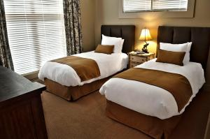 Two-Bedroom Suite with King Bed and Twin Beds - 105