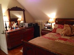 Superior Queen Room Golden Acres