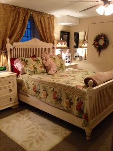 Standard Queen Room Corral Suite