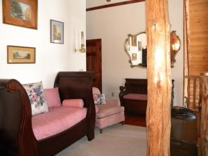 Three-Bedroom Cottage with Two Bathrooms