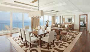 Waldorf Astoria Suite - Lounge Access Sea View
