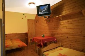Penzion a drevenica pri Hati, Guest houses  Terchová - big - 8