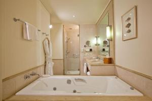 Superior King Room with Spa Bath and City View