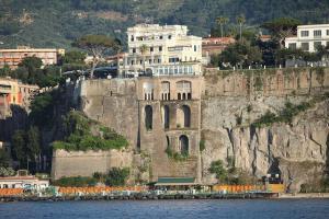 Villa La Terrazza, Apartmanok  Sorrento - big - 25