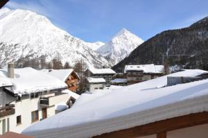 Apartmenthaus Holiday, Apartments  Saas-Fee - big - 8