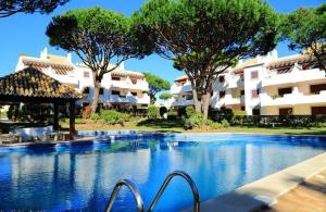 Vilamoura Apartment with Pool, Vilamoura