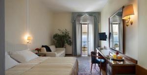 Hotel Villa Capri, Hotel  Gardone Riviera - big - 49