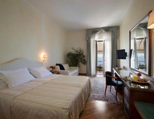Hotel Villa Capri, Hotel  Gardone Riviera - big - 11