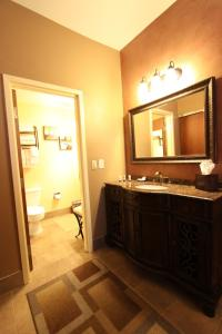 Queen Room - Disability Accessible