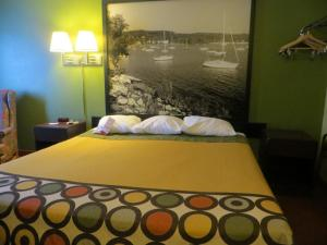 Queen Room with One Queen Bed - Mobility Access/Non-Smoking