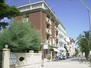 Hotel La Perla, Hotels  Cupra Marittima - big - 12
