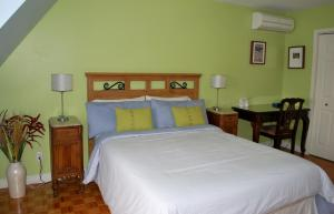 Superior Queen Room with Private Bathroom