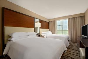 One-Bedroom Queen Suite with Two Queen Beds