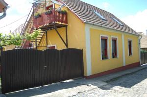 Zách Klára utcai Apartman, Гостевые дома  Вишеград - big - 1